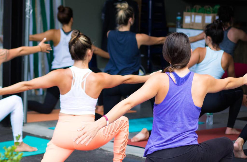 Die richtige Yogaausruestung - Die Yogakleidung