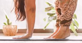 Alle Gründe, warum man Yoga barfuß macht im Überblick.